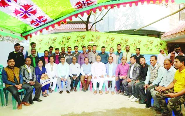 CUMILLA:  BNP Standing Committee member and Jatiya Oikyafront candidate Dr Khandaker Mosharraf Hossain exchanging views with journalists of print and electronic media at his Daudkandi residence on Friday.