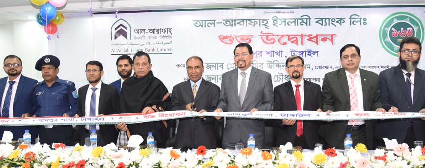 Amir Uddin, Audit Committee Chairman of Al-Arafah Islami Bank Limited, inaugurating its 164th branch at Shakipur in Tangail on Sunday. Farman R Chowdhury, Managing Director, Md. Monjurul Alam, EVP of the Bank and local elites were also present.