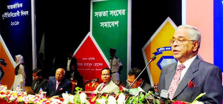 Chief Justice Syed Mahmud Hossain addressing a  discussion arranged by Anti-Corruption Commission (ACC) marking the International Day against Corruption at Shilpakala Academy in the city  yesterday .