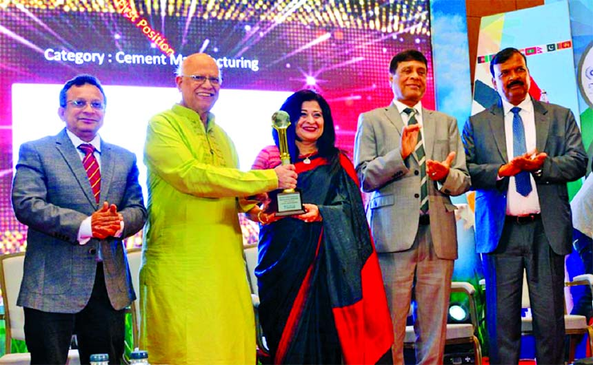 Farzana Chowdhury, Managing Director of Green Delta Insurance Company Limited, receiving the ICMAB Best Corporate Award in Insurance trophy for the first prize in Insurance category from Finance Minister Abul Maal Abdul Muhith at a function in the city on Saturday.