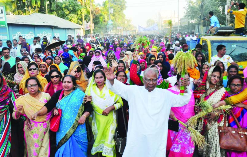 CUMILLA:  Jatiya Oikyafront candidate for Cumilla-1 and Cumilla -2  Dr Khandaker Mosharraf Hossain led a huge rally at Daudkandi Sadar upazila on Monday.