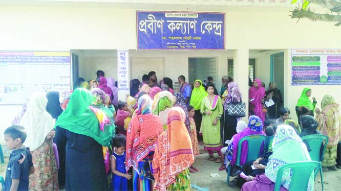 SAKHIPUR(Tangail): Probin Kalyan Kendro of Borochaona Village arranged a day-long health camp on Saturday.