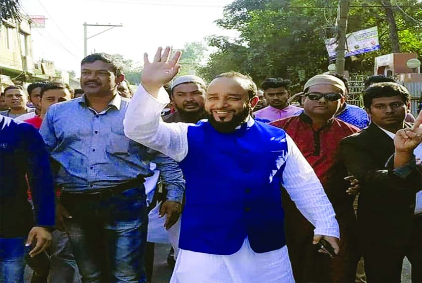 FENI:  Independent candidate Sheikh Abdullah from Feni-1 seat waving to public during an election campaign at Feni on Monday.