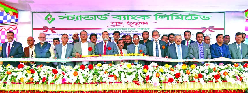 Mohammed Abdul Aziz, Vice-Chairman of Standard Bank Limited, inaugurating its 128th branch at Sultanpur in Brahmanbaria recently. Mamun-Ur-Rashid, Managing Director, Ferozur Rahman, EC Chairman, Kamal Mostafa Chowdhury, SAM Hossain, Mohammed Shamsul Alam, Gulzar Ahmed, Md. Zahedul Hoque and Md. Nazmus Salehin, Directors of the Bank were also present.