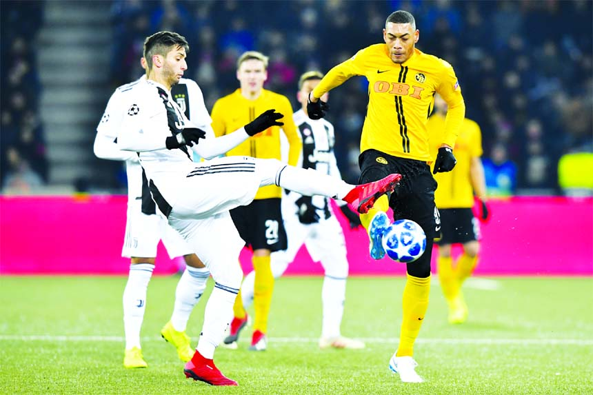 Juventus' Rodrigo Bentancur (left) fights for the ball against Young Boys' Guillaume Hoarau (right) during the Champions League group H soccer match between Switzerland's BSC Young Boys Bern and Italy's Juventus Football Club Turin, at the Stade de Suisse in Bern, Switzerland on Wednesday.