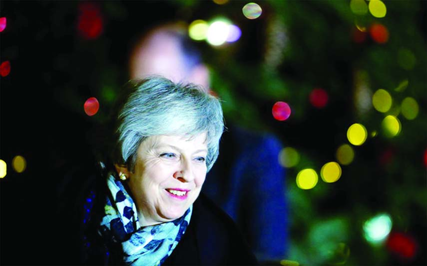 May survives confidence vote on Brexit deal