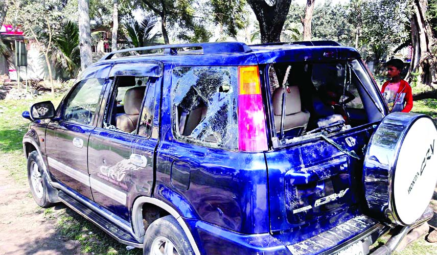 Oikyafront candidate Prof Abu Sayeed's motorcade came under attack in his constituency at Sathiya upazila in Pabna during his election campaign on Thursday.