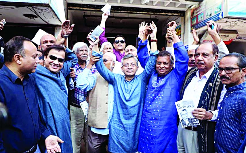 BNP candidate Khandaker Muktadir waving to public while campaigning for upcoming election along with Oikyafront's leaders including ASM Abdur Rab and Zafrullah Chowdhury on Thursday.