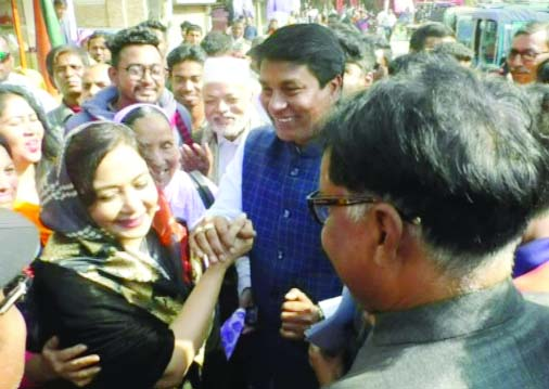 NATORE: Awami League and BNP nominated candidates Shafiqul Islam Shimul and Sabina Yeasmin Chhobi  for Natore - 2  Constituency exchanging greeting during election campaign at Alaipur area yesterday.