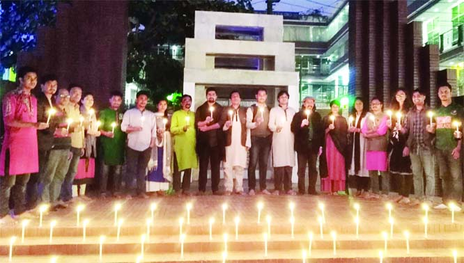 CUMILLA: Rich tributes were paid to Martyred Intellectuals by lighting candles at Cumilla Shaheed Minar on Friday.