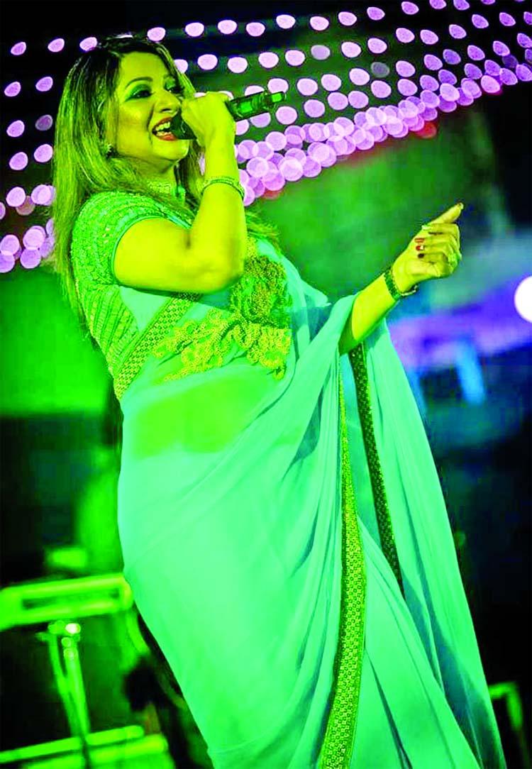 Ankhi Alamgir enthrals Kolkata audience