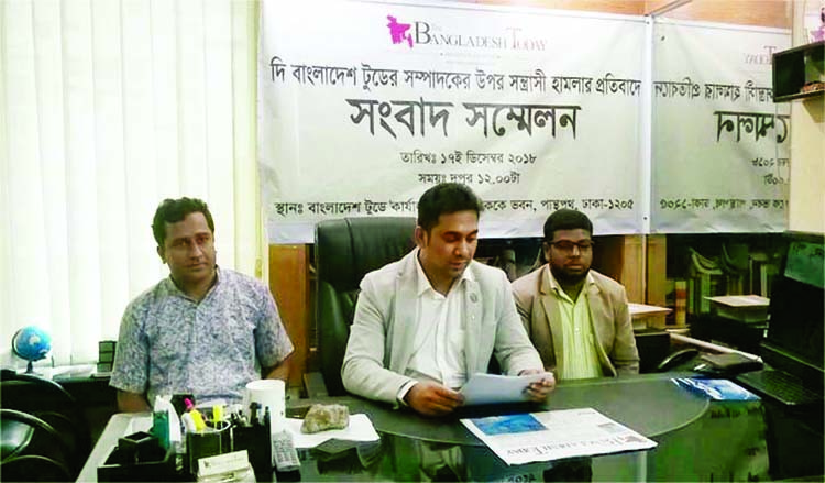 Acting Editor of Bangladesh Today Jobaer Alam speaking at a prèss conference at his office in the city on Monday as he was attacked by some miscreants.