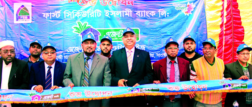 Syed Waseque Md Ali, Managing Director of First Security Islami Bank Limited, inaugurating its Agent Banking Outlet at Bamonkhali Bazar in Kalaroa in Satkhira on Tuesday. Md. Mustafa Khair, DMD, Md. Abdur Rashid, Khulna Zonal Head, Ali Nahid Khan, Head of Alternative Delivery Channel Division, Md. Faridur Rahman Jalal, Vice-President of Agent & Mobile Banking of the Bank and local elites were also present.