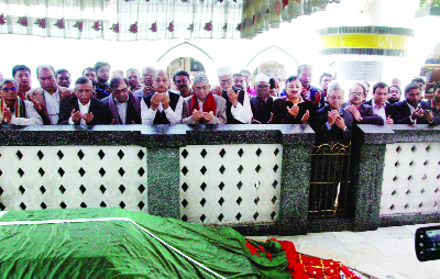 SYLHET:  Mirza Fakhrul Islam Alamgir, Secretary General, BNP  with other leaders of Oikyafront offering Munajat at Hazrat Shahjalal (RA) Mazar during a visit in Sylhet on Monday.