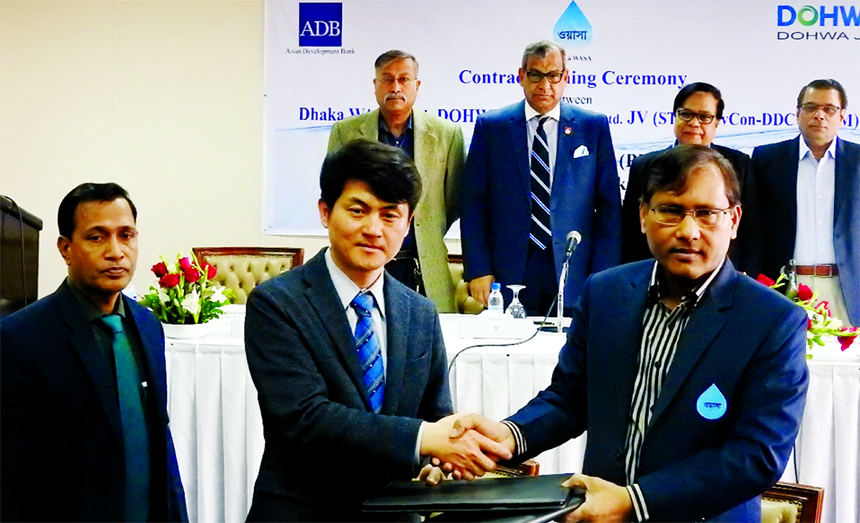 Md Akhtaruzzaman, Additional Chief Engineer-cum Project Director of Dhaka Water Supply Network Improvement Project (DWSNIP) and Kim, Sang-Hun Vice President of DOHWA Engineering sign a contract to develop the feasibility study, required design specification, to prepare draft bid document of Sewerage Treatment Plant (STP) and Sewerage Lines at Rayerbazar catchment area in the city on Wednesday. Chaired by Dhaka WASA Managing Director and CEO Engr. Taqsem A Khan.