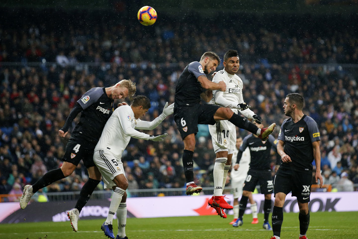 Casemiro wonder goal helps Real Madrid to defeat Sevilla