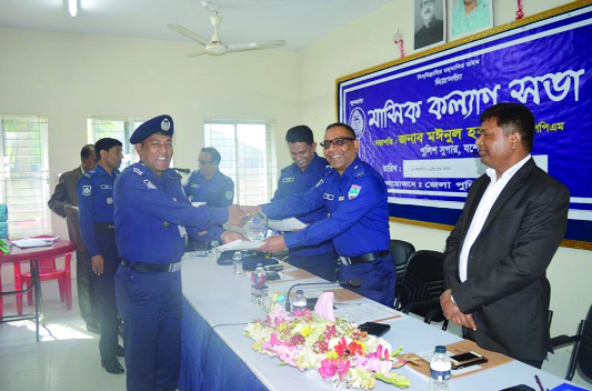 BENAPOLE:  Moinul Haque, SP,  Jashore   giving crest to OC Sheikh Abu Saleh Masud Karim of Benapole Port Thana as he has been awarded  as best OC  of the District recently.