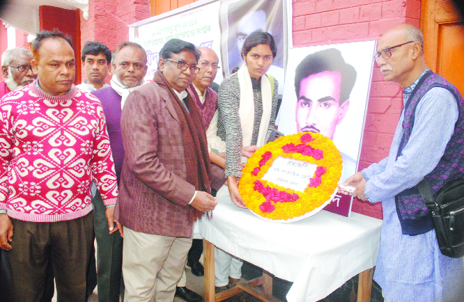 BARISHAL: Leaders of different social and political organisations placing wreaths at the portrait of Shahed Asad marking the Shaheed Asad Dibas on Sunday.