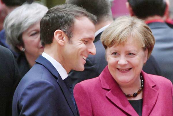 France, Germany seek closer bond to tackle EU crisis