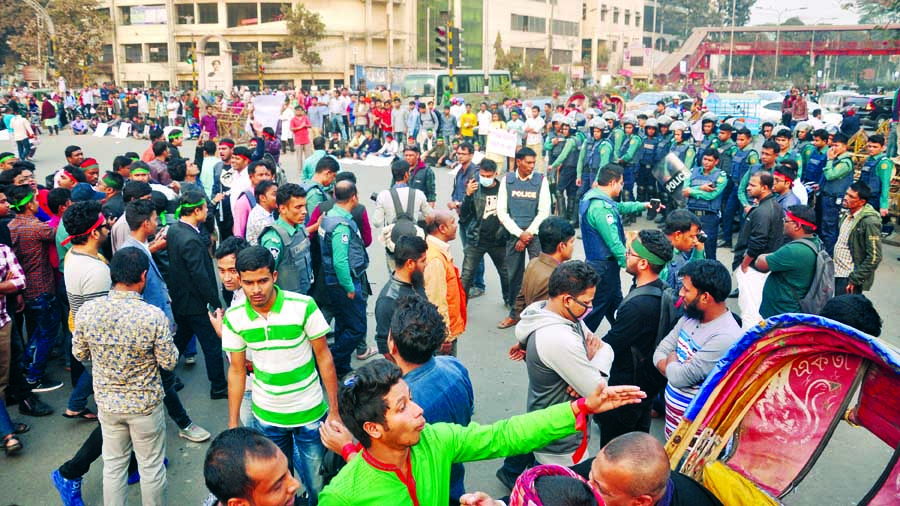 Demo at Shahbagh demanding reinstatement of  FF quota