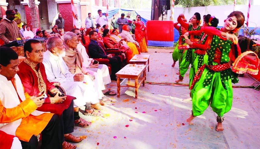 NAOGAON:  A cultural programme was held  at Naogaon Samabay Point marking the two day-long  Basanta Udsab organised by Jatiya Rabindra Sangeet  Sammilon Parishad on Wednesday.