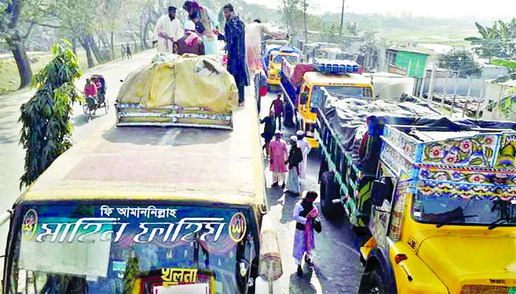Thousands of vehicles got stuck in a traffic gridlock as Bishwa Ijtema devotees heading towards the first day of Ijtema congregation. This photo was taken from Daulatdia Ferry Ghat  area on Friday.