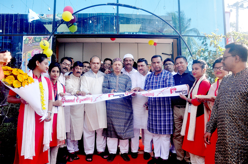 President of Chattogram Chamber of Commerce and Industry Mahbubul Alam inaugurating Shopping Bag, the biggest supershop at Kazir Dewi  area on Friday.