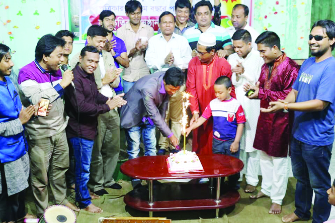 RANGPUR:  Leaders of Bishwa Sahittya Kendra, Rangpur District Unit cutting cake in observance of the 40th founding anniversary of Bishwa Sahitya Kendra on Saturday.
