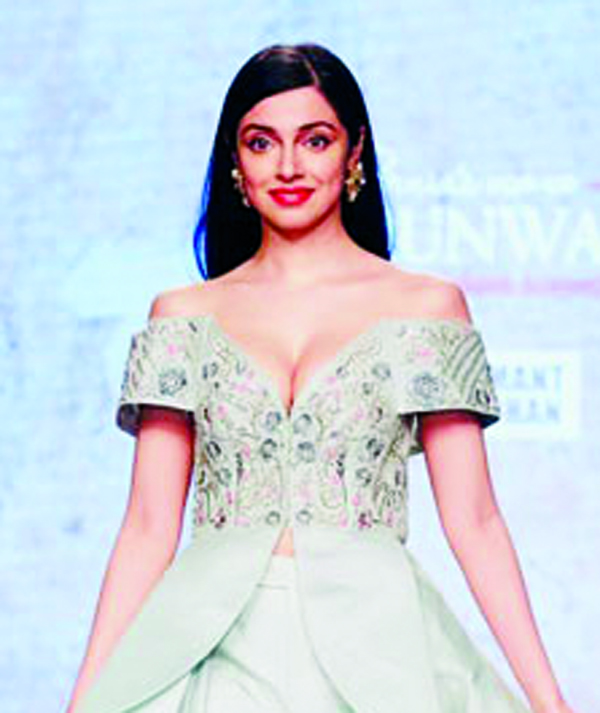 Divya Khosla Kumar looked magical at the fashion show