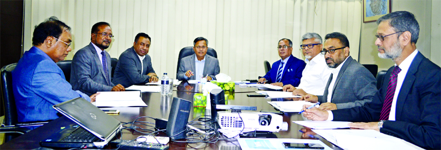 SM Bakhtiar Alam, Director of Islamic Finance and Investment Limited (IFIL), presiding over its 135th EC meeting at its head office in the city recently. AZM Saleh, CEO, Liaquat Hossain Moghul, KBM Moin Uddin Chisty, member, Professor Dr. Md. Jahangir Alam, Independent Director  and Muhammad Ruknuzzaman, DMD of the company were also present.