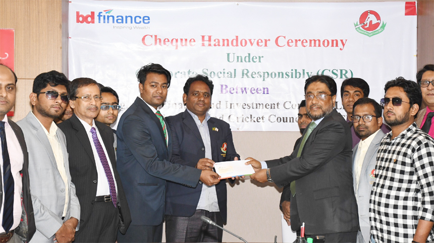 Tarik Morshed, CEO of Bangladesh Finance and Investment Company Limited (BD Finance), handing over a cheque of Tk.1.50 lakh as part of its CSR to Sanowar Ahmed, National Coach of Bangladesh Blind Cricket Council at its head office in the city recently. Md. Sajjadur Rahman Bhuiyan, CFO, SM Shafique, SAVP, Md. Rafiqul Amin, AVP and Munshu Abu Naim, Secretary of the company among others were also present.