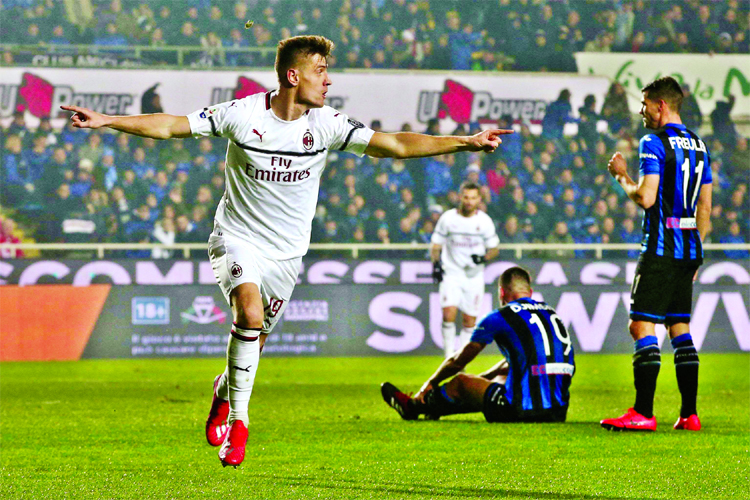 Piatek scores 2 as Milan beat Atalanta 3-1 in Serie A