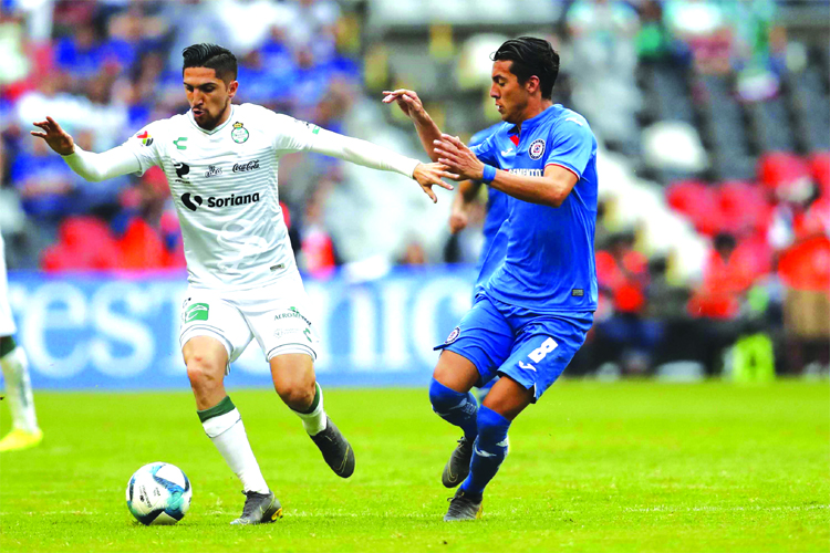 Santos' Diego Valdes (left) and Cruz Azul's Javier Salas go for the ball during a Mexico  soccer league match at Azteca stadium in Mexico City on Saturday.