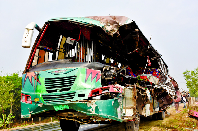 8 more killed in road crashes