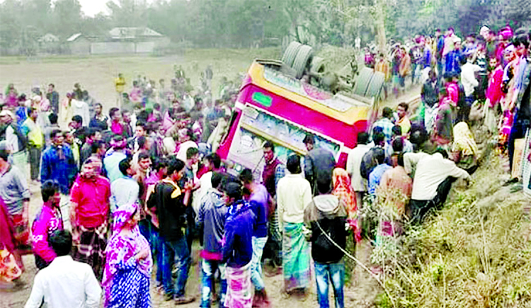 A man was killed and 30 others were seriously injured in a fatal road accident as a picnic party bus turned turtle in Tetulia upazila of Panchagarh district on Monday.