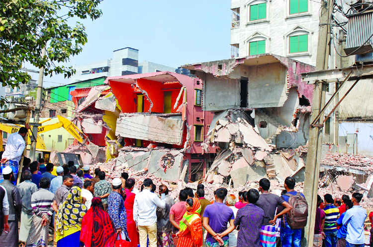 BIWTA resumes eviction drive in Bosila area of Mohammadpur
