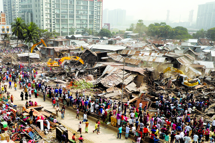 Rajuk evicting illegal slum houses from city's Bhashantek area on Thursday.