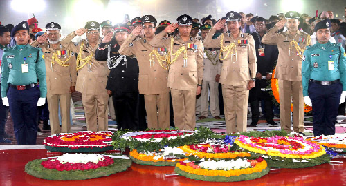 IGP Zabed Patwari and RAB  DG Benazir Ahmed placing floral wreaths at the altar of the Central Shaheed Minar in the city on Thursday on the occasion of Amar Ekushey.