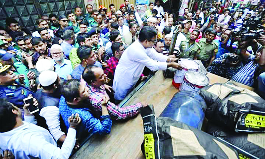 DSCC authority begins to remove chemical warehouses and factories from Old Dhaka and the basement of the Haji Wahed Manzil building on Saturday.