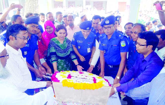 SREEBARDI (Sherpur):  Sreebardi Upazila Administration and thana placing wreaths at the monument of Bangabandhu Sheikh Mujibur Rahman and in observance the National Children's Day on Sunday.