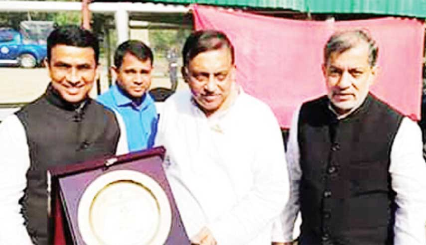 Promoter of Girichaya Tourism Complex Md  Jamiruddin Parvez handing over  crest to the Home Minister Asaduzzaman Khan  Kamal  during his visit  in  Giri Chaya  on Thursday.