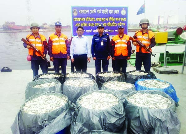 KERANIGANJ: Members of Coast Guard recovered 2,000 kgs of jatka from Buriganga River yesterday.