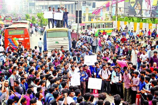 Students of BUP blocked the front gate of Bashundhara RA and halted traffic movement on Progati Sarani for killing their fellow on Tuesday.