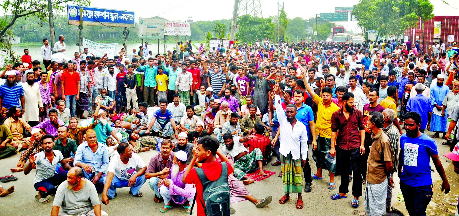 Workers and employees of Latif Bawani Jute Mills and Karim Jute Mills put barricade on road in front of Sultana Kamal Bridge demanding to implement pay structure announced by Wage Commission from 1st July 2015.