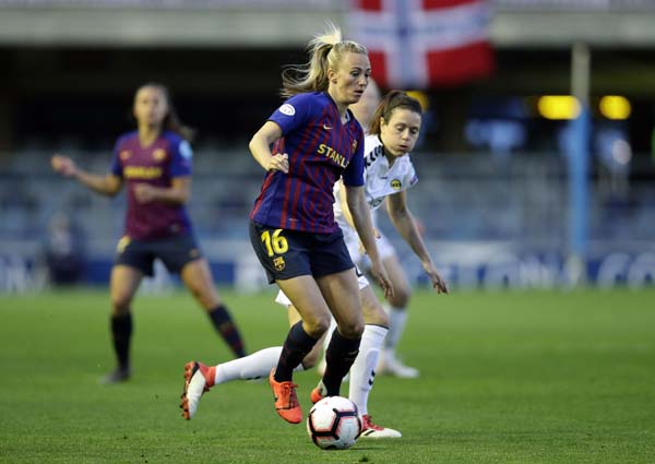 FC Barcelona's Toni Duggan controls the ball during the Women's Champions League quarterfinal first leg soccer match between FC Barcelona and LSK Kvinner at the           Miniestadi stadium in Barcelona, Spain on Wednesday.