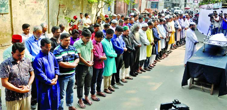 The Namaz-e-Janaza of former President of Dhaka Reporters Unity (DRU) Anwarul Haque was held in front of DRU on Friday.