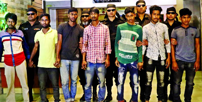 Seven members of snatchers' gang were arrested by RAB-1 from Tongi area of Gazipur. This photo was taken from RAB Media Centre on Sunday.