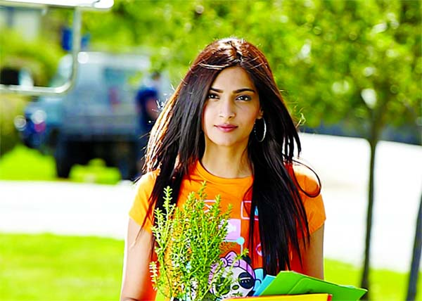 I can't act despite being in Bollywood for 10 years: Sonam Kapoor