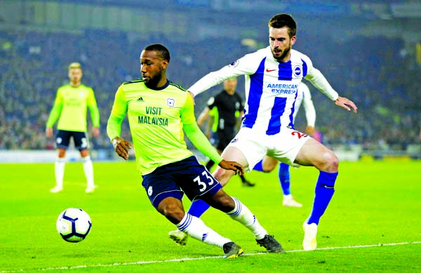 Cardiff City's Junior Hoilett and Brighton & Hove Albion's Davy Propper (right) battle for the ball during the English Premier League soccer match at the AMEX Stadium, Brighton, England on Tuesday.