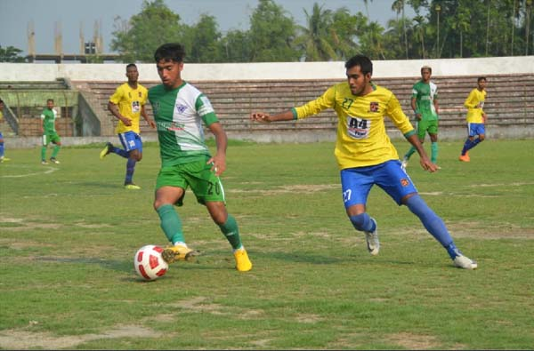 A scene from the football match of the Bangladesh Premier League between Sheikh Jamal Dhanmondi Club Limited and NoFeL Sporting Club at the Shaheed Bhulu Stadium in Noakhali on Thursday. The match ended in a goalless draw.